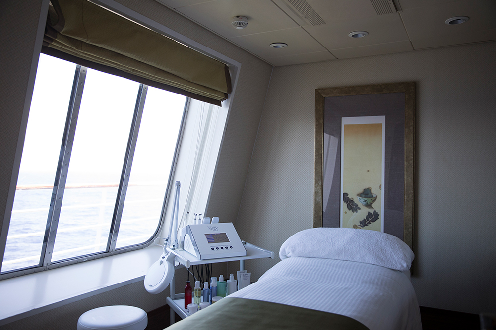 Cruise spa ocean view treatment room